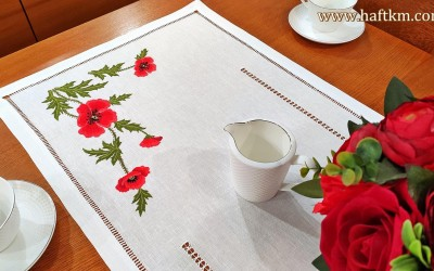 "Hand-embroidered table runner ""Bouquet of field poppies"""