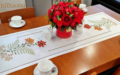 "Hand-embroidered tablecloth ""Natura"""