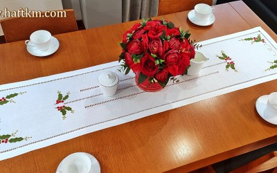 "Elegant Christmas table runner ""Holly"""