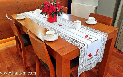 "Exclusive table runner with hand crochet lace ""Poppies shaded"""
